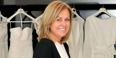 Product, Sleeve, Textile, White, Clothes hanger, Fashion, Grey, Blond, Fashion design, Bob cut,