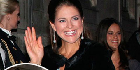 Face, Hair, Smile, Eye, Happy, Coat, Facial expression, Formal wear, Suit, Fashion,