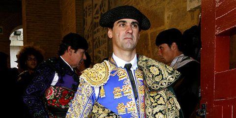Tradition, Matador, Headgear, Costume accessory, Temple, Bullfighting, Ritual, Costume design, Costume hat,