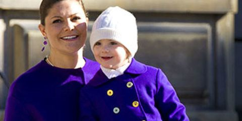 Human body, Purple, Winter, Cap, Glove, Violet, Safety glove, Beanie, Knit cap, Bonnet,