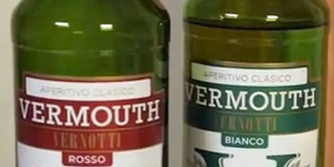 Green, Glass bottle, Bottle, Alcoholic beverage, Alcohol, Drink, White, Liquid, Logo, Drinkware,