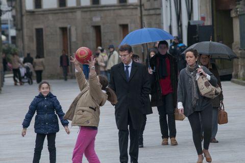 Trousers, Jacket, Umbrella, Coat, Winter, Standing, Outerwear, Interaction, Street fashion, Street,