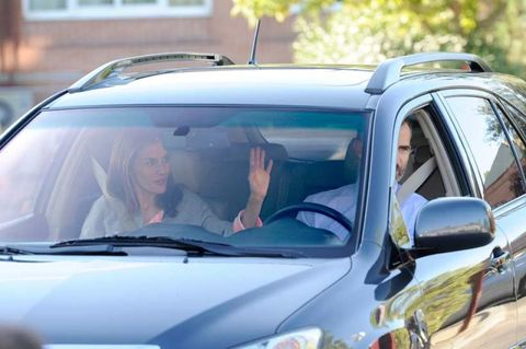 Motor vehicle, Vehicle, Car, Automotive exterior, Vehicle door, Automotive mirror, Hood, Family car, Windshield, Automotive window part,