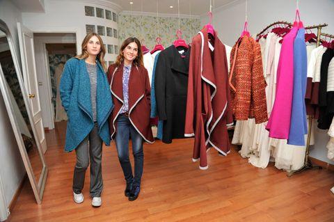 Floor, Textile, Flooring, Clothes hanger, Wood flooring, Hardwood, Fashion, Laminate flooring, Blazer, Door,