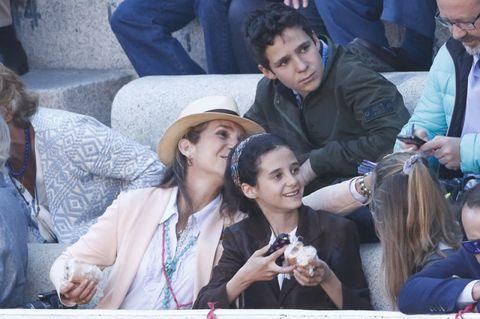 Face, Human, Hat, Sharing, Sun hat, Conversation, Fedora,