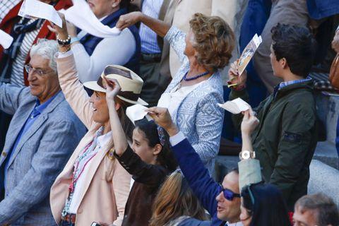 Hair, Arm, Hat, Crowd, Human body, Hand, Mammal, Fashion accessory, Sun hat, Fedora,