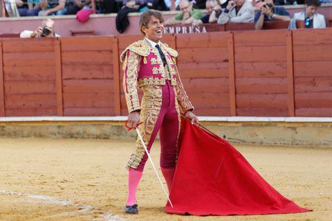 Matador, Entertainment, Sport venue, Performing arts, Bullring, Magenta, Purple, Pink, Tradition, Performance,