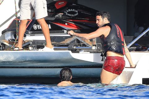 Elbow, Boat, Walking shoe, board short, Trunks,