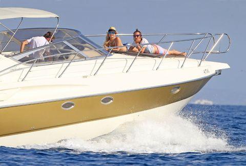 Fun, Recreation, Watercraft, Boat, Leisure, Summer, Outdoor recreation, Passenger, Liquid, Tourism,