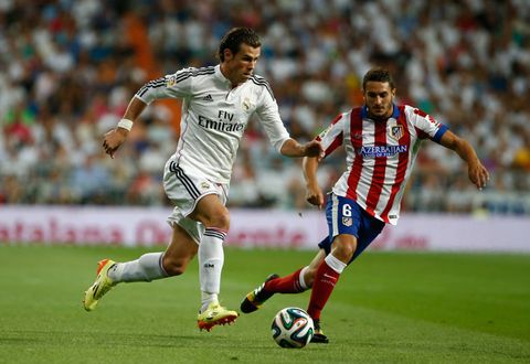 Footwear, Shoe, Ball, Jersey, Soccer ball, Soccer player, Sports uniform, Soccer, Sports equipment, Sportswear,