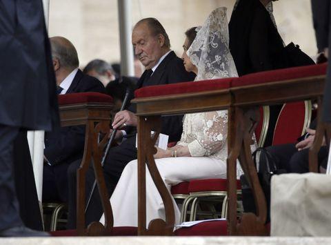 Suit trousers, Tie, Bridal veil, Veil,