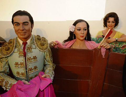 Temple, Tradition, Matador, Makeover, Silk, Hair accessory, Bullring,