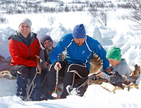 Winter, Human, Recreation, Snow, Freezing, Outdoor recreation, Playing in the snow, People in nature, Cap, Ice cap,