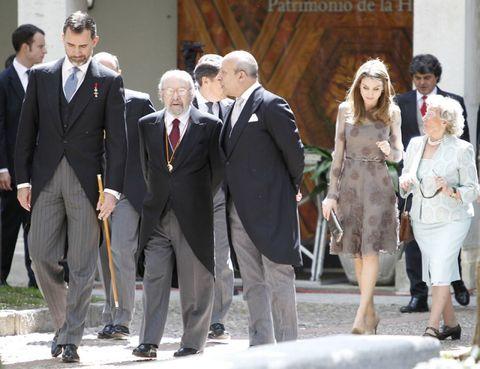 Clothing, Coat, Trousers, Suit trousers, Shirt, Suit, Standing, Dress shirt, Photograph, Outerwear,