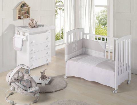 Wood, Room, Floor, Interior design, Home, Property, Flooring, White, Wall, Furniture,