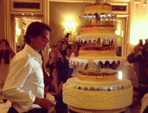 Lighting, Cake, Event, Cuisine, Sweetness, Food, Ingredient, Dessert, Baked goods, Cake decorating,
