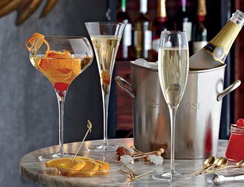 Drinkware, Stemware, Drink, Barware, Glass, Alcoholic beverage, Alcohol, Tableware, Martini glass, Bottle,