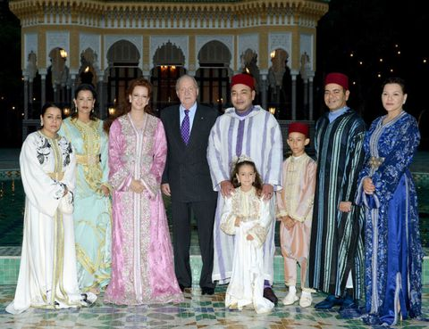 Headgear, Tradition, Ceremony, Marriage, Gown, Family, Column, Wedding dress, Turban, Headpiece,