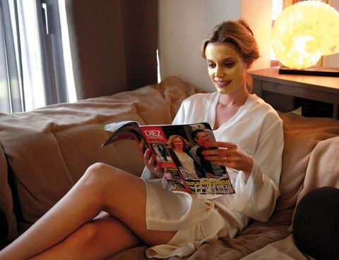 Human, Human body, Human leg, Hand, Sitting, Comfort, Thigh, Reading, Linens, Publication,