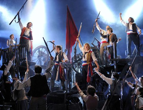 Bicycle tire, Flag, Band plays, Musical ensemble, Spoke, Bicycle wheel rim, Bicycle frame, Crew, Fan, Stage,