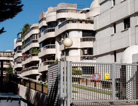 Architecture, Neighbourhood, Apartment, Building, Facade, Condominium, Real estate, Stairs, Residential area, Mixed-use,