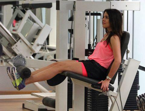 Leg, Human leg, Shoe, Shoulder, Elbow, Joint, Ball, Knee, Sitting, Thigh,