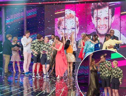 Pink, Magenta, Dress, Purple, Violet, Public event, Party, One-piece garment, Ceremony, Stage,