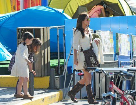 Eyewear, Leg, Human leg, Style, Fashion accessory, Sunglasses, Tent, Bag, Street fashion, Luggage and bags,