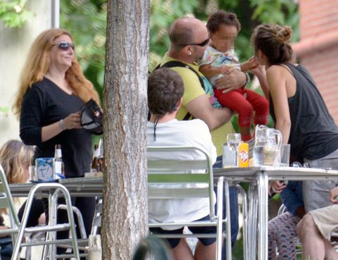 Hair, Arm, Human body, Mammal, Summer, Outdoor furniture, Outdoor table, Vacation, Drink, Sunglasses,