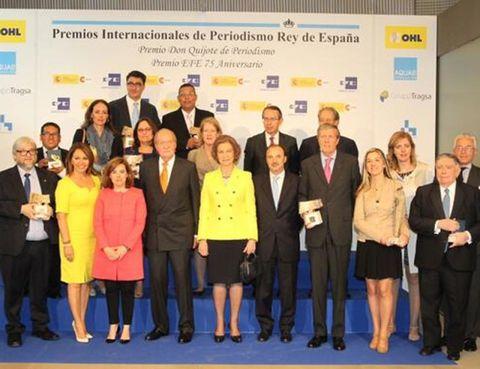 Social group, Suit trousers, Suit, Collaboration, Management, Team, Employment, White-collar worker, Job, Business,