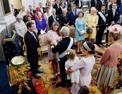 Hat, Fashion accessory, Sun hat, Tradition, Ceremony, Tie, Hall, Fedora, Carpet,