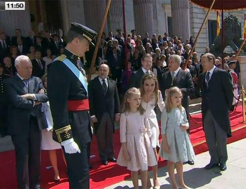 Flooring, Flag, Carpet, Dress, Suit, Uniform, Government, Crowd, Pole, Red carpet,
