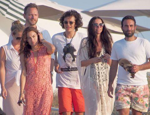 Eyewear, Vision care, People, Sunglasses, Summer, T-shirt, Tourism, Shorts, Cool, Active shorts,