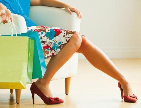 Human leg, Shoulder, Joint, Shoe, Waist, Floor, Flooring, Foot, Toe, Thigh,