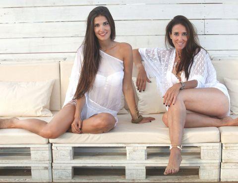 Leg, Smile, Human leg, Sitting, White, Happy, Comfort, Facial expression, Thigh, Beauty,