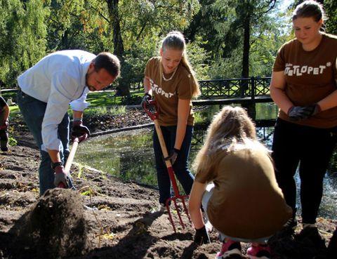 Leg, Soil, Community, People in nature, Adaptation, Arbor day, Plantation, Toy, Gardening, sweatpant,