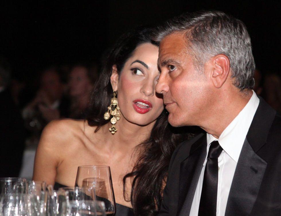 George Clooney cena con su esposa Amal Clooney