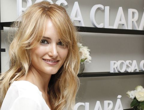 Lip, Hairstyle, Eyebrow, Eyelash, Beauty, Logo, Blond, Step cutting, Layered hair, Feathered hair,