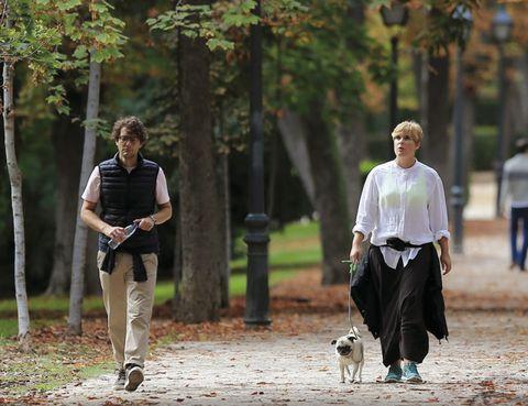 Leg, People in nature, Street fashion, Waist, Autumn, Walking,