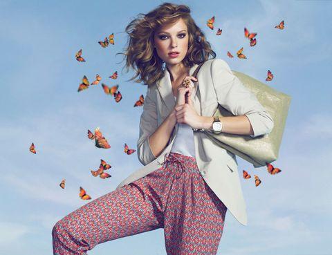 People in nature, Fashion accessory, Street fashion, Lipstick, Bag, Fashion design, Bracelet, Peach, Photo shoot, Button,