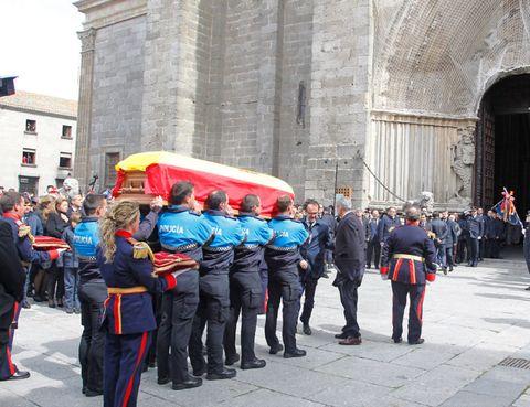 Uniform, Team, Pedestrian, Security, Crew, Military uniform, Arch, Police officer, Military organization, Law enforcement,