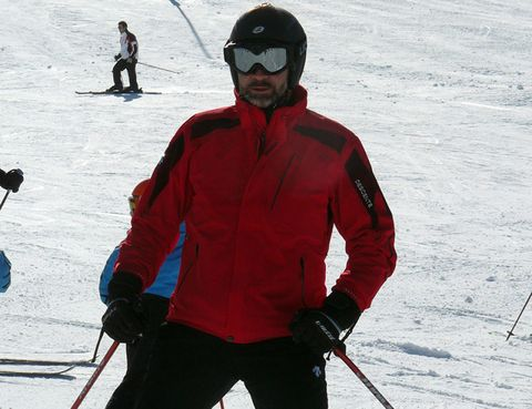 Clothing, Eyewear, Human, Goggles, Vision care, Recreation, Winter, Winter sport, Jacket, Personal protective equipment,