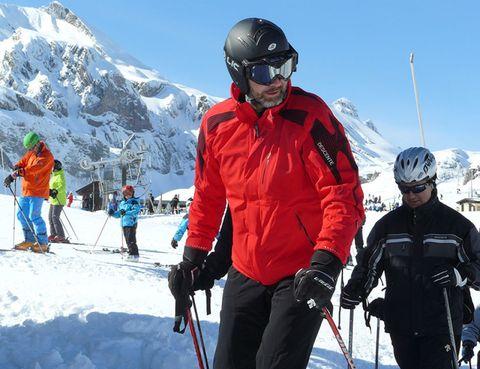 Clothing, Eyewear, Recreation, Winter, Goggles, Sports equipment, Trousers, Helmet, Winter sport, Snow,