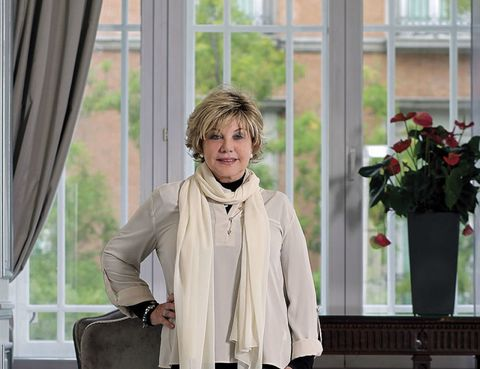 Flowerpot, Textile, Interior design, Collar, Window covering, Stole, Window treatment, Blazer, Jacket, Interior design,