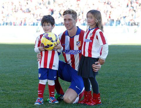 Sports uniform, Jersey, Shoe, Ball, Soccer player, Sock, Sportswear, Uniform, Team sport, Soccer ball,