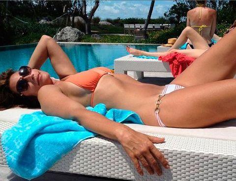 Human leg, Swimming pool, Summer, Thigh, Swimwear, Leisure, Sun tanning, Undergarment, Bikini, Muscle,