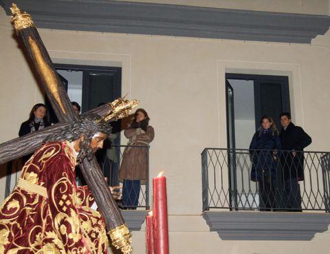 Balcony, Tradition, Door, Religious item, Baluster, Costume, Handrail, Fence, Artifact, Symbol,
