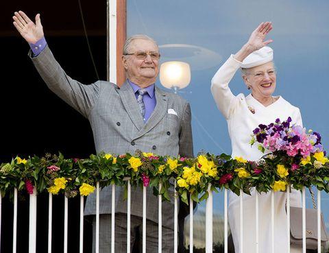 Happy, Facial expression, Hat, Petal, Gesture, Picket fence, Bouquet, Sun hat, Home fencing, Floristry,