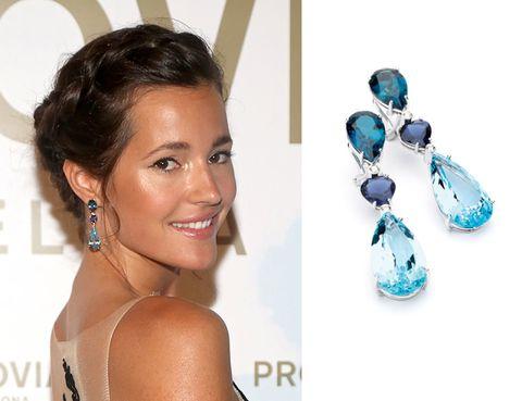 Ear, Hairstyle, Eyebrow, Eyelash, Earrings, Jewellery, Style, Fashion accessory, Teal, Aqua,