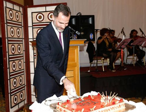 Cake, Ingredient, Dessert, Sweetness, Suit, Baked goods, Cake decorating, Cuisine, Tie, Chair,